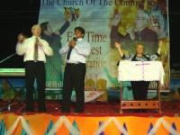 Pastor Leo preaching with his translator, Pastor Shahzad. Donna gave the opening at the Healing Crusade in Pakistan!